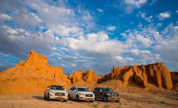 SUV Seri QX Infinity Bikin Film Dokumenter Sejarah Dinosaurus