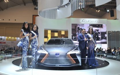 """Lexus Luncurkan """"The Entirely New ES"""" & """"The Newest UX"""""""