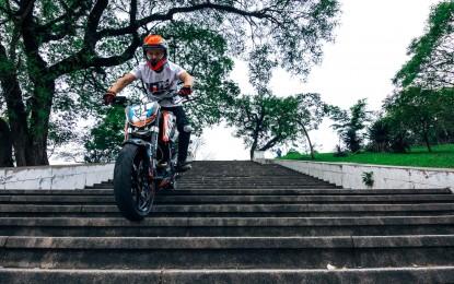 Berkendara dan Bergoyang Samba ala Rok Bagoros ( freestlyer motorcycle )