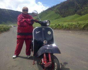 Ingin Keliling Nusantara Tunggangi Vespa