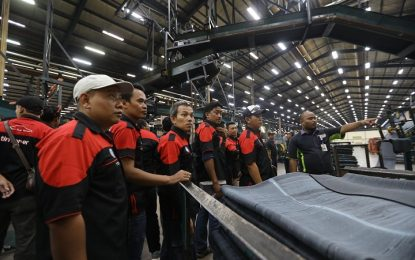 Komunitas Mobil Timor Wisata Edukasi ke Pabrik Ban Achilles