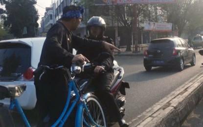 Pengendara Sepeda Motor Lawan Arus kena Hukum Oleh Ridwan Kamil