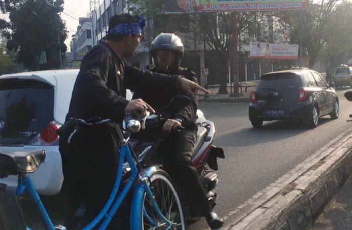 ridwan-kamil-beri-hukuman-pengendara-sepeda-motor